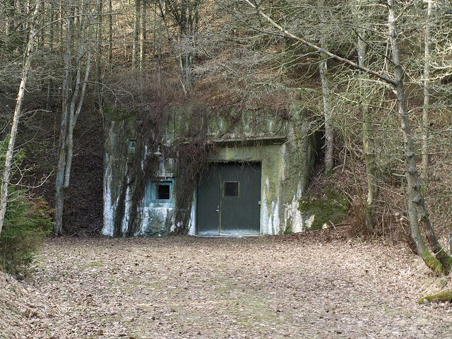 Under Ground - S L Grey - Bunker Eingang