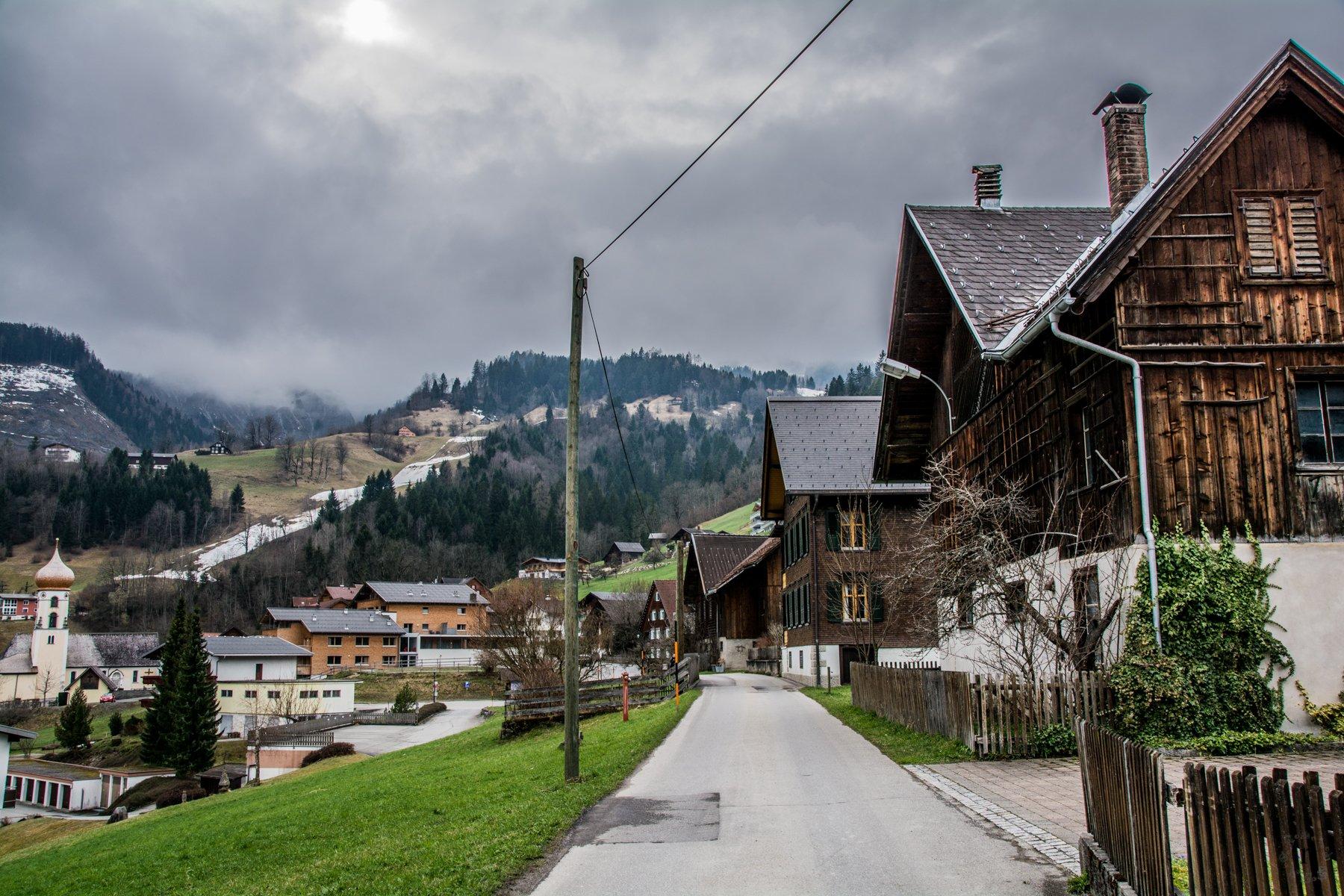 Land Chalet Matin in Bürserberg - das Holzhaus hinten in der Mitte