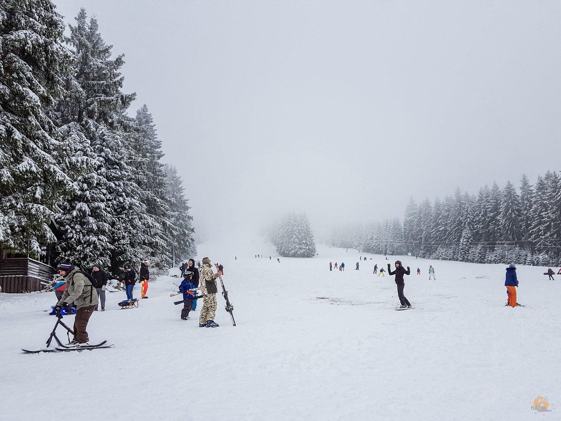 diesiger Nebel auf der Piste am Erbeskopf - Hunsrück-Hochwald - Rheinland Pfalz