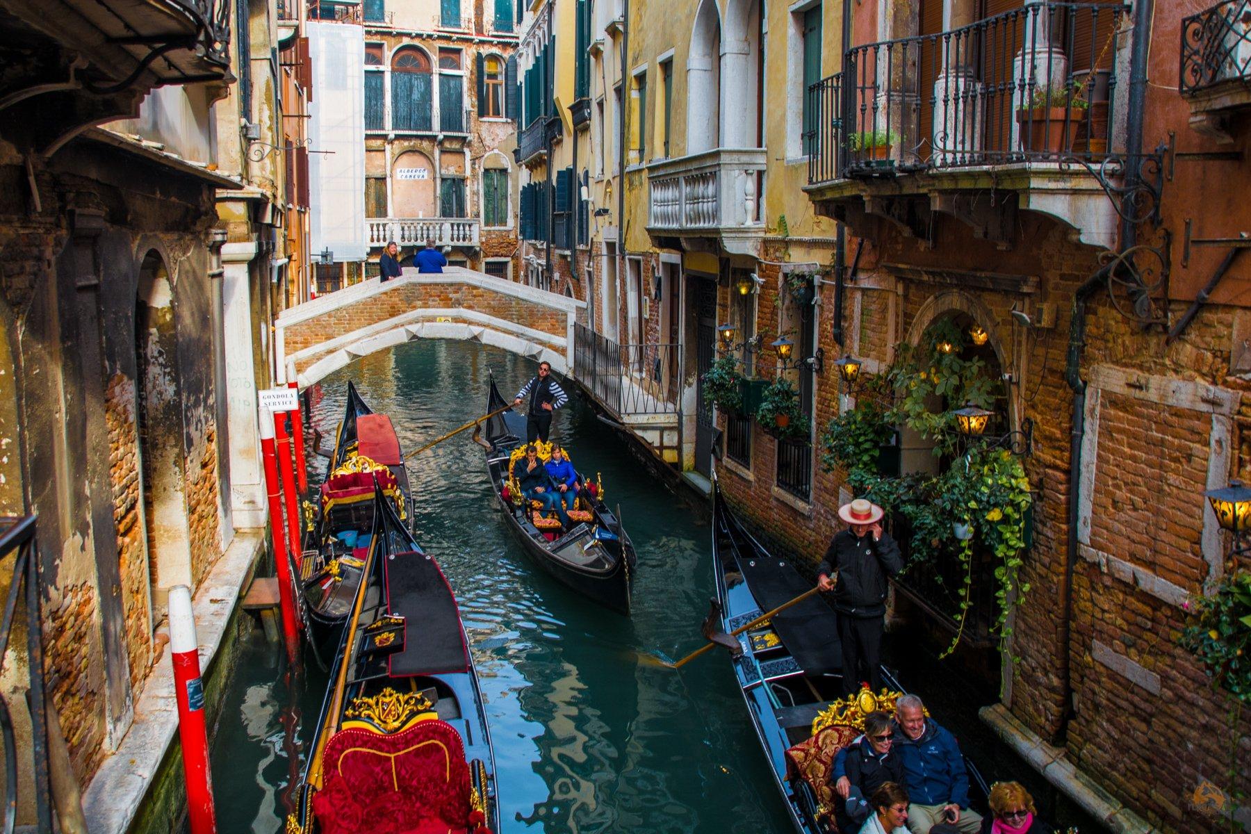 Gondeln in Venedig - Italien