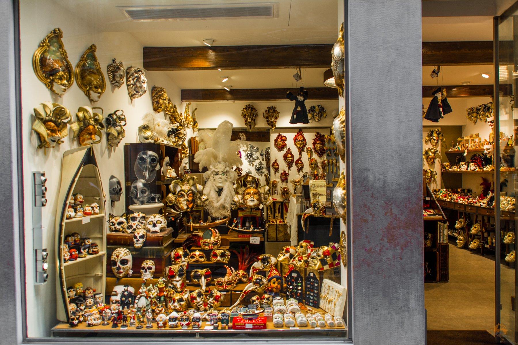 eins von vielen - Masken Geschäft in Venedig - Italien