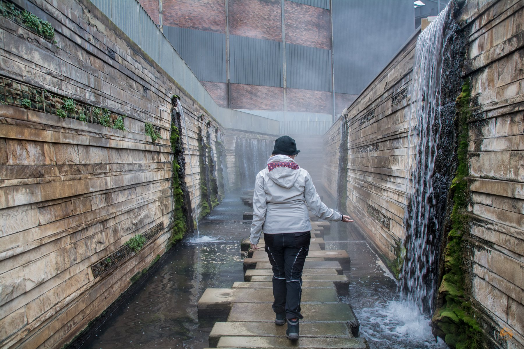 Wandern auf Bergbaupfaden Panoramaweg am Wassergarten Reden Saarland